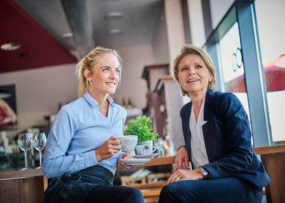 Laura Dedekind und Claudia Maier, Inhaberinnen Landkauf Café & Feinkost, Eching